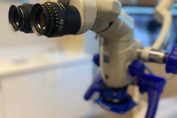 Endodontic microscope for examining cracked teeth, traumatic injuries, and the need for root canals